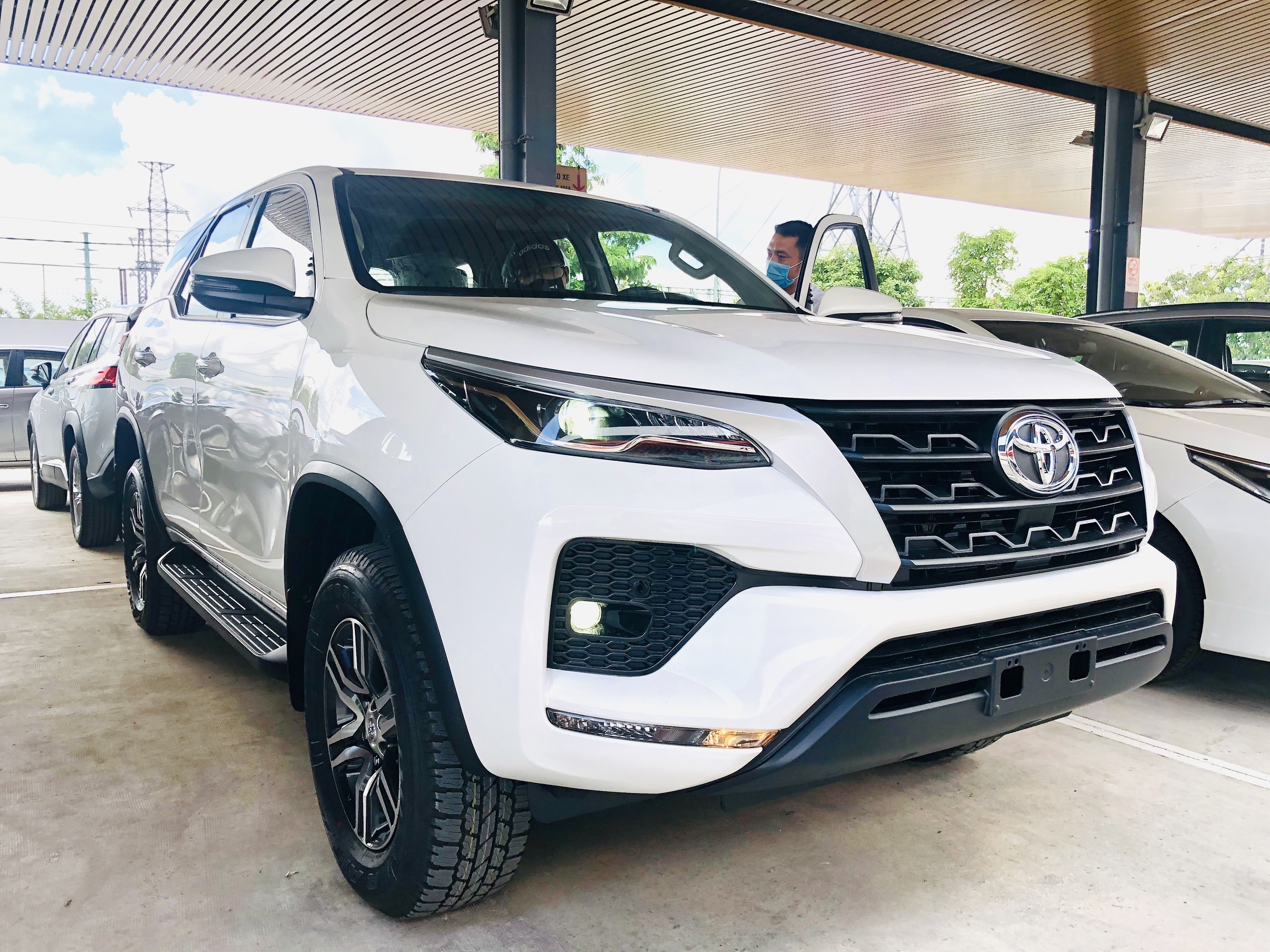 Tổng thể Fortuner MT